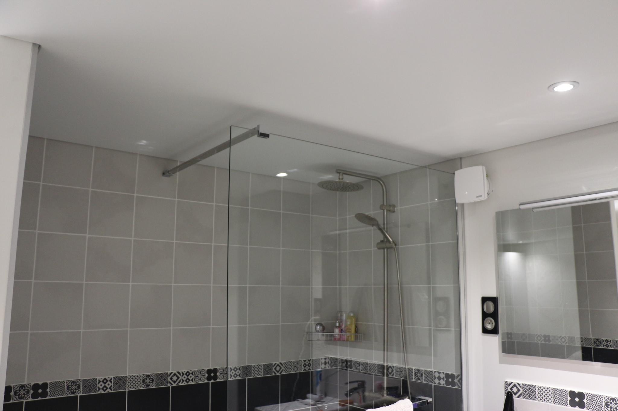 plafond-sdb-douche